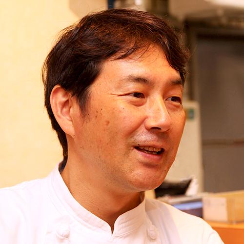 3代目店主:小松寿雄