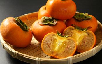 タンニンが黒く変化した「ごま八珍柿」