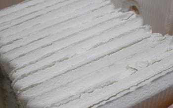 出来立ての白玉粉は板状になる