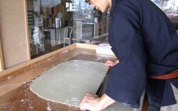 製造工程も見えるガラス張りの作業場