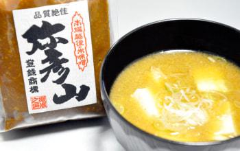 堀周商店の看板赤味噌『弥彦山』。大豆の味をしっかり感じられる濃い目のお味噌です。