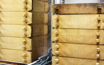 せいろは、香り高い「青森ひば」で作った特注品。まさに老舗のこだわり。
