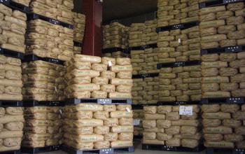 米を雪温貯蔵庫で保管