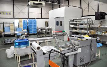 製造パートナー工場の一部。様々な機械が並ぶ