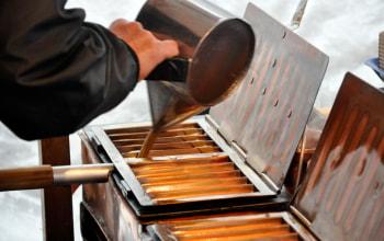 生地の粉は全てふるいにかけ、気温や湿度によって配合を変える。