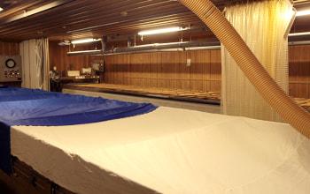 広い麹室は温度管理が徹底されている