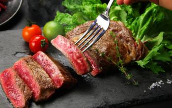 バランスよくサシが入った美しい赤身肉