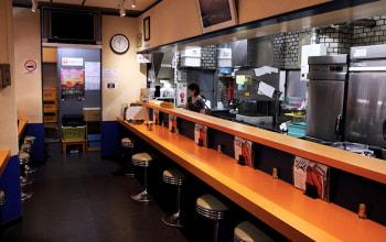 新潟市中央区古町の本店の様子
