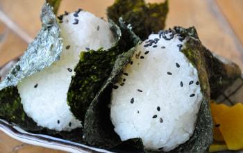 握り飯がこれまた美味しい。もちっとした粘りに豊かな食味。お米一粒一粒に芯があります