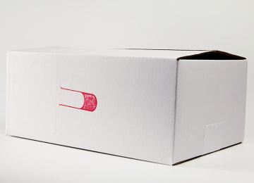 つよしファームロゴ入りの特製箱