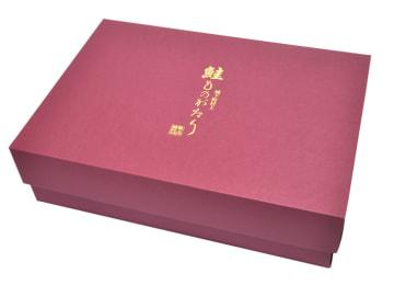 贈答にも嬉しい、気品あふれる特製桐箱(写真は6品セットのものです)