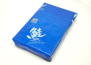 各サイズともこちらの特製包装紙で梱包(写真は小サイズ)