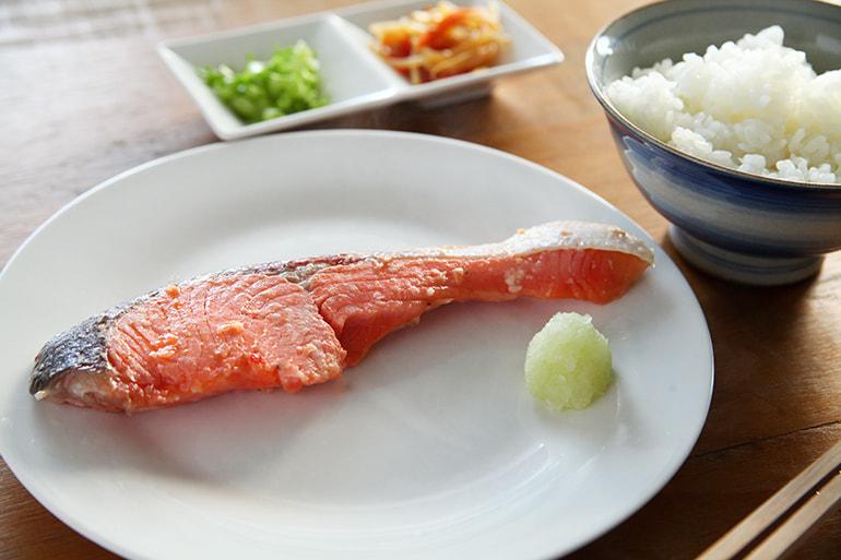 サーモン切り身漬け(味噌・糀) – 阿賀の里 魚匠