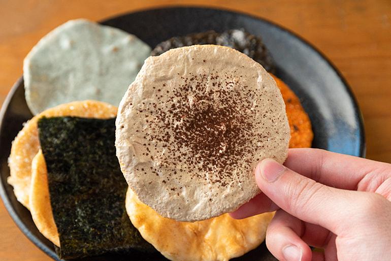 炭手焼せんべい – 農業生産法人(株)あぐ里能生
