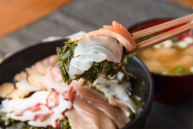 佐渡の漁師が作ったナガモ入り海鮮漬け – 大栄魚類
