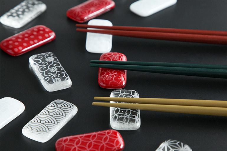 硝子の箸置き 和紋彫 – falaj