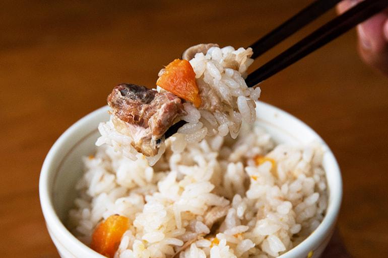 翠鶏と新之助の炊き込みご飯 – お米の配達人