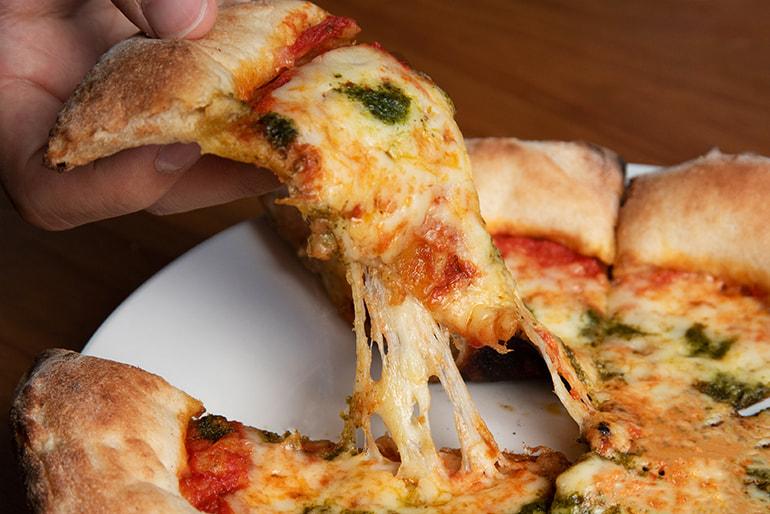 窯焼きピザ – ピッツァタルト