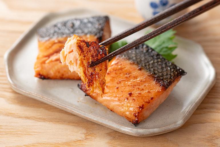 鮭の越後味噌漬け – 料亭 かも川館