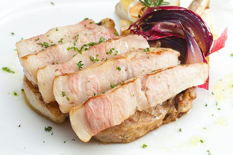 純白のビアンカ(豚バラ肉・豚ロース肉・トマホーク) – 株式会社 佐藤食肉