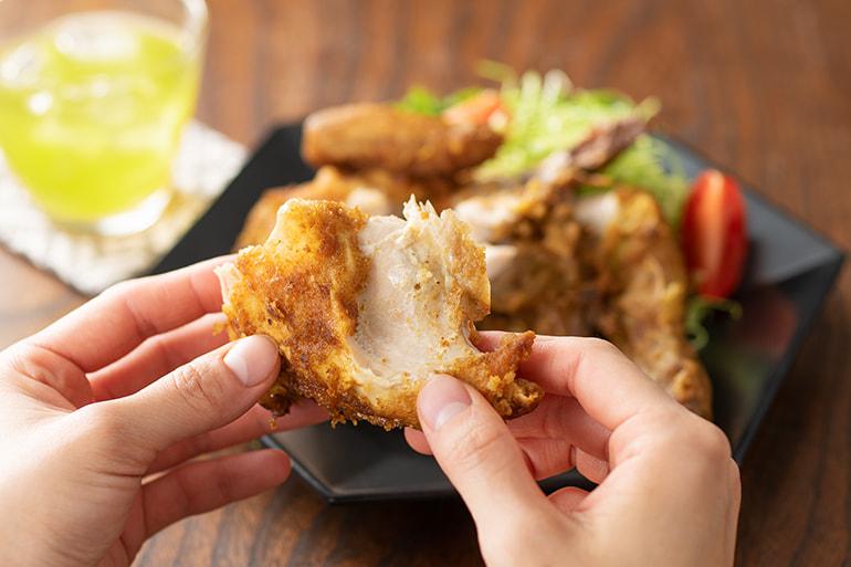 「越の鶏」の半身揚げ – 株式会社鳥よし食材