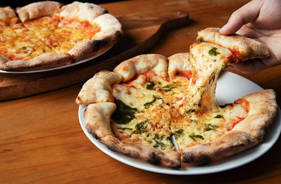 窯焼きピザ