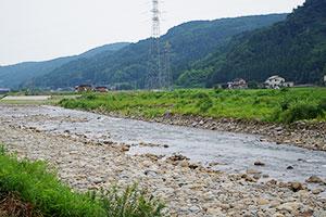 1.能生川から流れる雪解け水