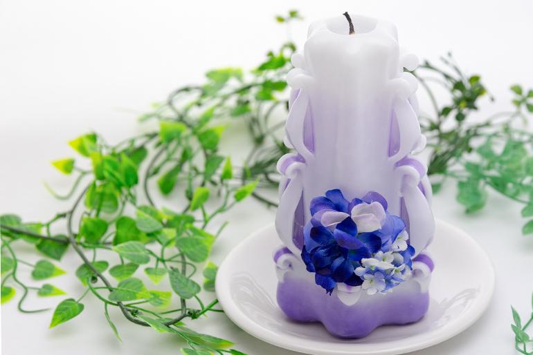 落ち着いたカラーと仏花で大切な人を偲ぶ
