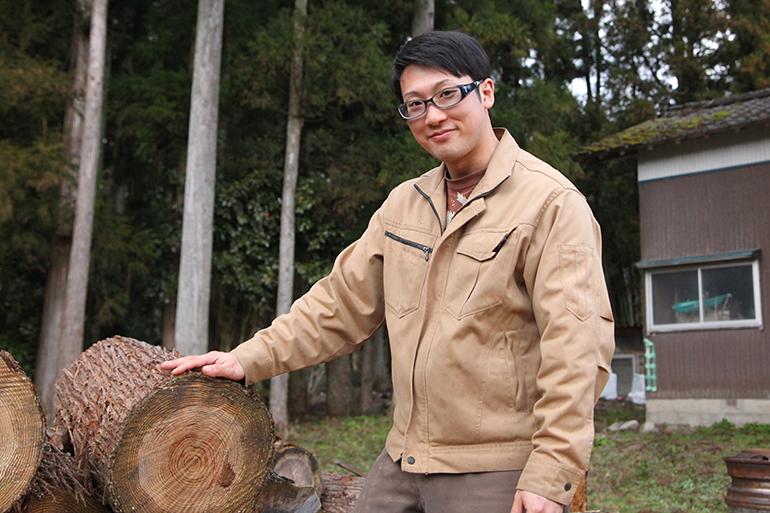 天然木材を使用して全て手作りで仕上げます