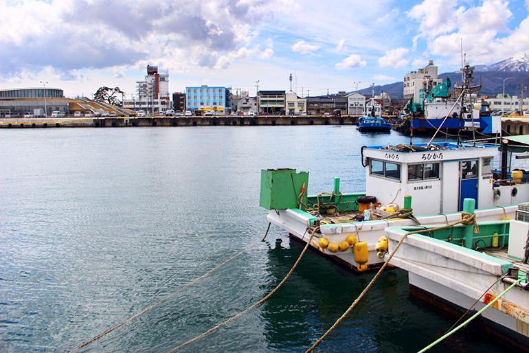 佐渡にて水揚げされた8種類の魚介類を使用
