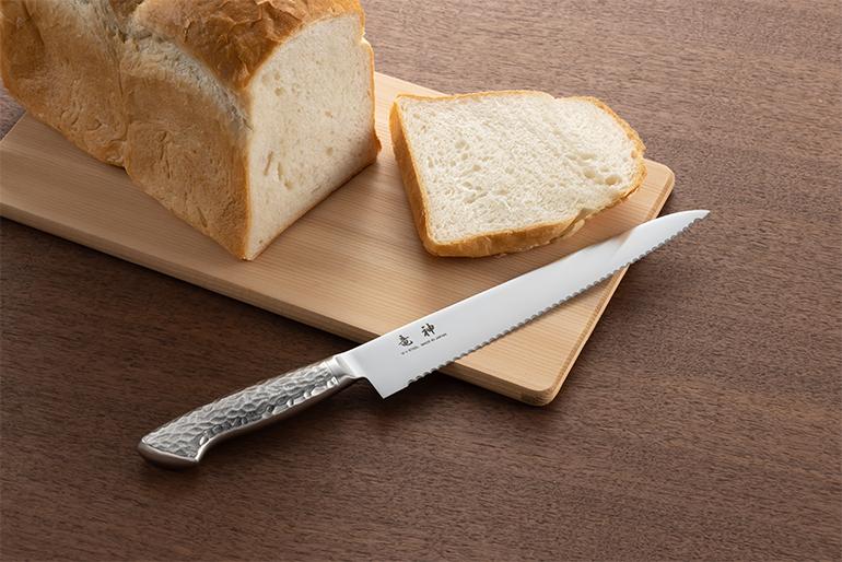 スムーズな切れ味を実現したパン切り包丁