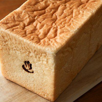 国内でも珍しい温泉水を使用したパン