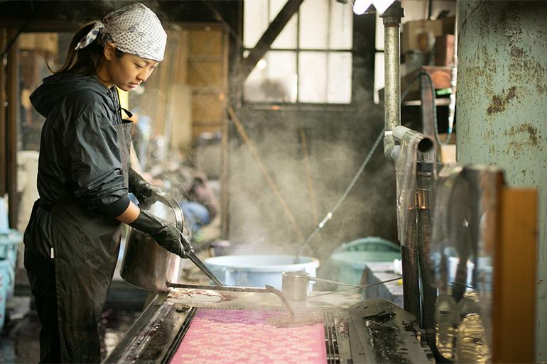江戸時代から伝わる伝統技法「注ぎ染め」