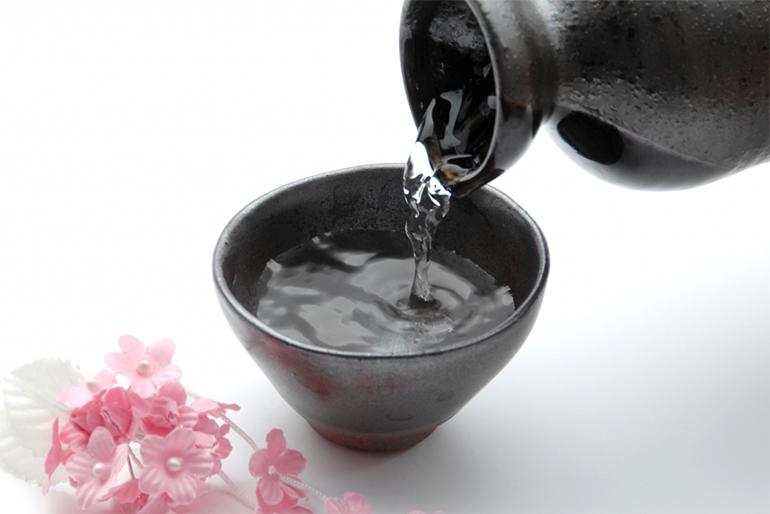 布で濾して搾り出した日本酒の味わいは格別