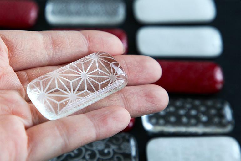 日本の伝統をガラスで表現した箸置き