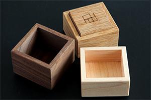 2.優しさにこだわった天然木の小箱