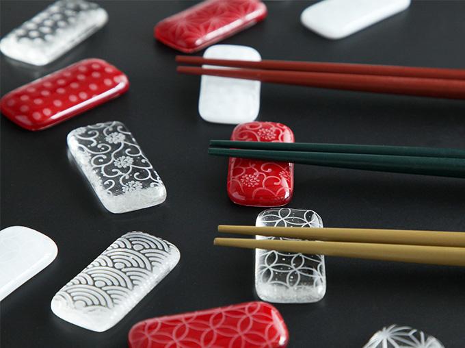硝子の箸置き 和紋彫