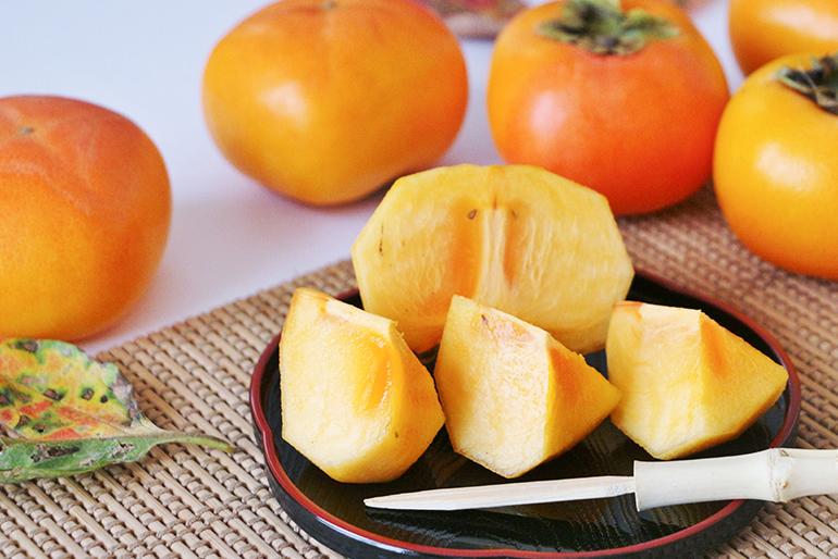 濃厚な甘味がとろける!佐渡産の種なし柿