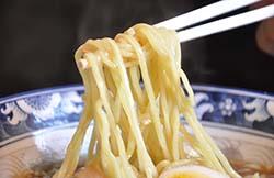 2.がんこ屋オリジナルのモチモチ「麺」