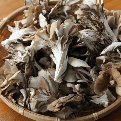 肉厚のカサと歯ごたえのある茎の絶妙なバランス