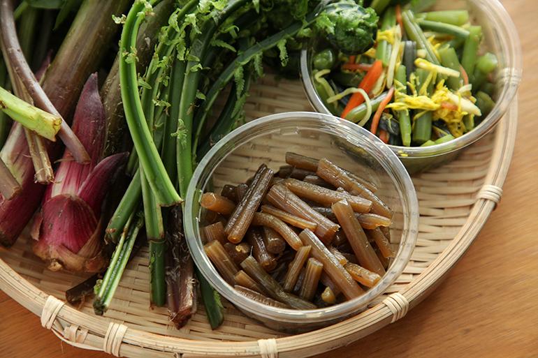 おまかせ山菜と手作り惣菜のセット!