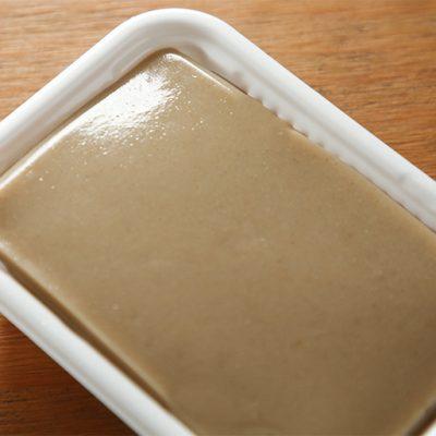 葛粉・白胡麻・砂糖のシンプルな材料で作られる優しい甘さが特徴