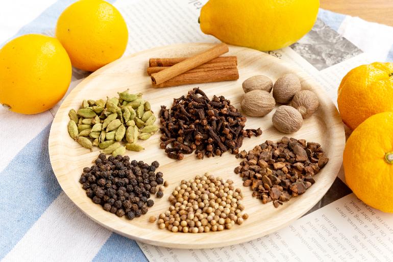 10種類以上のスパイス・原料を配合