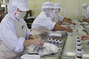 4.経験の豊富な職人たちが丁寧に包装