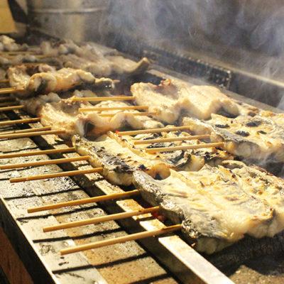 ふっくらとした食感に仕上げるため、調理前に下焼きと蒸し上げを行う