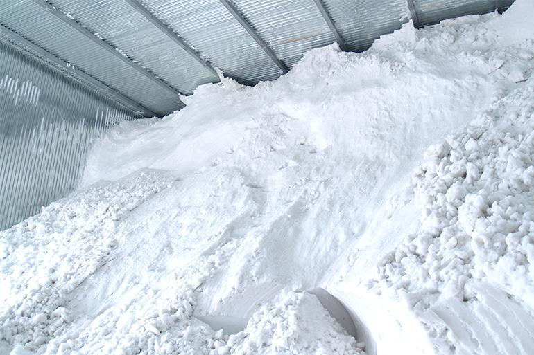 吉兆楽の米は収穫後、玄米のまま「雪室」で貯蔵します。