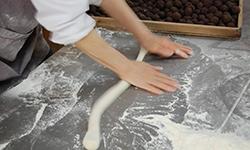 1.糀ともち米のみで発酵させる安心・安全の製法