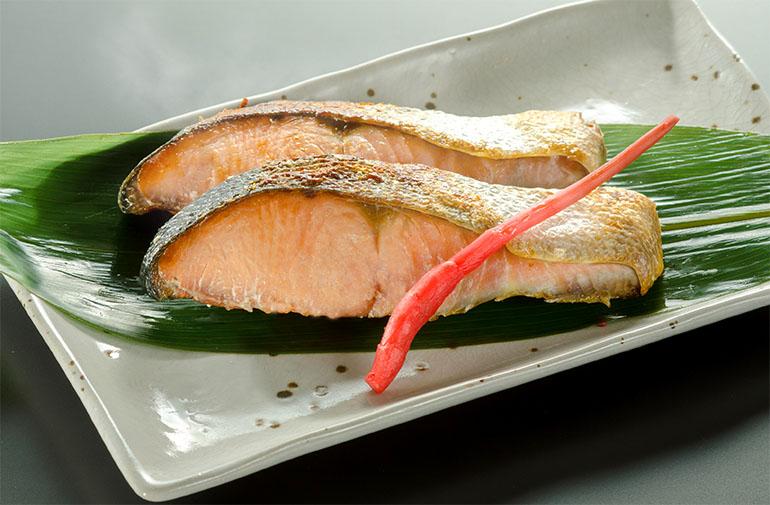 絶妙な塩加減!「焼き鮭」で素材の味を堪能!