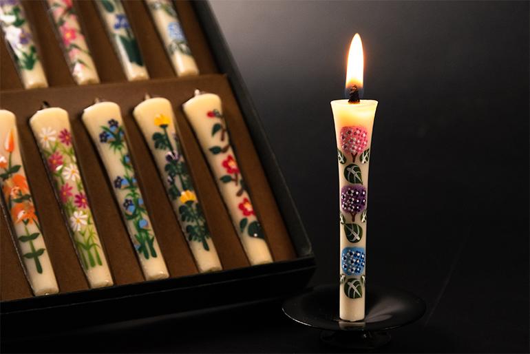 慎ましく華やかな「花ろうそく」にそっと火を灯しましょう