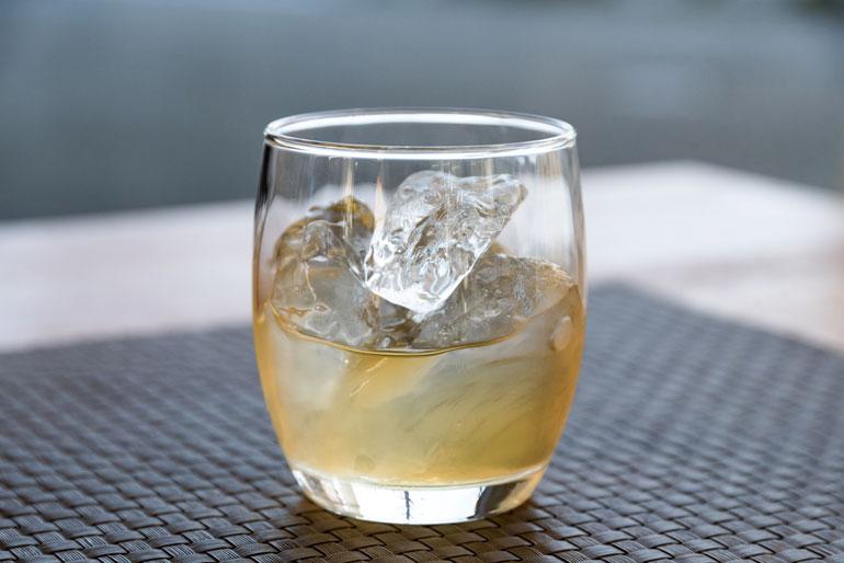 オンザロックで氷をゆっくり溶かしながらお楽しみ下さい